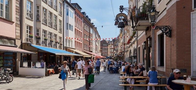 CityGames Düsseldorf: Nette Kneipen, tolle Fassaden - Entdeckt die Düsseldorfer Altstadt auf der Junggesellenabschied Tour