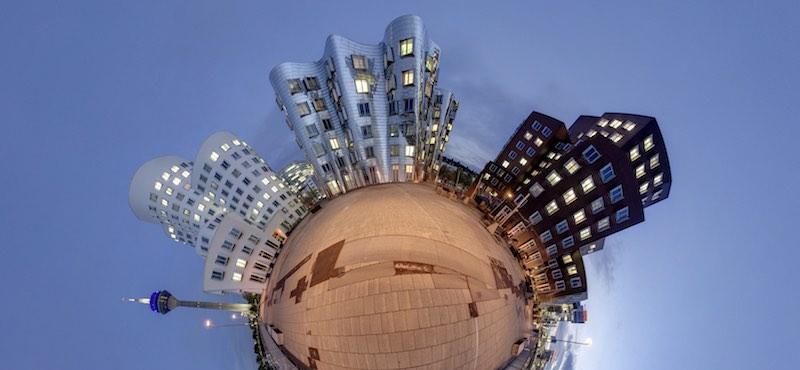 CityGames Düsseldorf: Schüler Tour Foto vom Medienhafen Dusseldorf, Deutschland