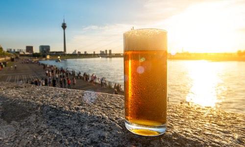 CityGames Düsseldorf: Biergrüßung auf der Junggesellenabschied Tour