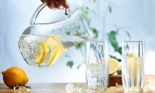 CityGames Düsseldorf: Kaltes klares Wasser mit einem Spritzer Zitrone für die Schüler Tour Gruppe